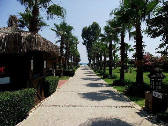 IC Hotels Santai: The path down to the beach