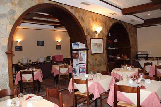 Hotel Il Nibbio: Speisesaal