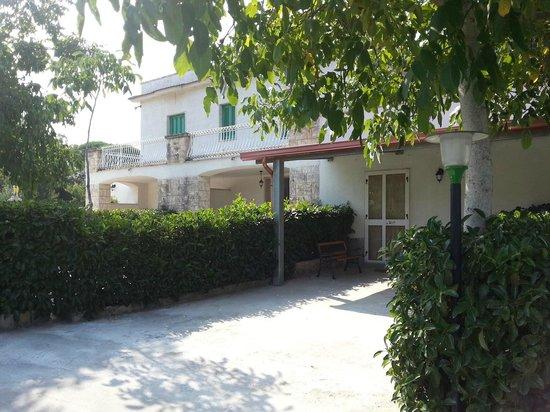 Villa Olimpo B&B : giardino est