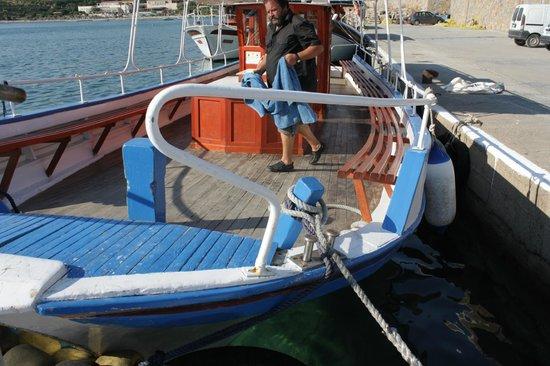 Athina Villas : Tour Boat