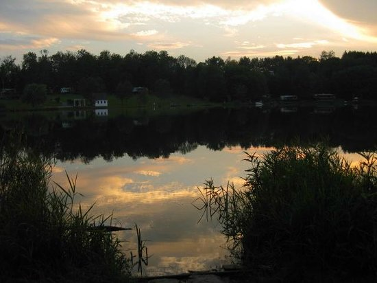 Pine Cradle Lake Family Campground: Sunset from cottage