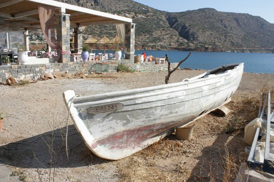 Athina Villas: Old Boat