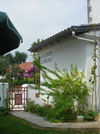 Auberge Goxoki : Terrasse agréable et verdoyante !