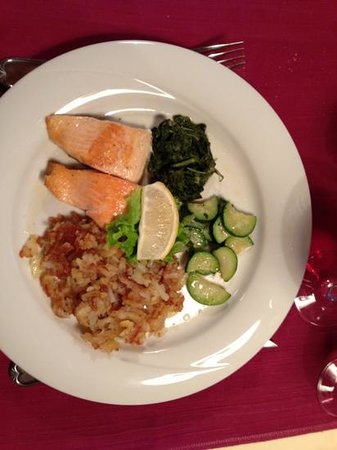 Post Hotel Restaurant: Nice and Healthy Wild King's Salmon from Alaska