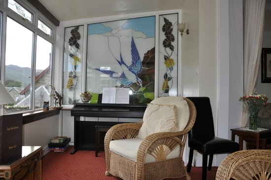 Tigh Na Cloich Hotel: living room