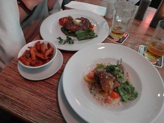 Zebedeus : piatti principali: gegrilde hereford RIBEYE(bistecca griglia) e geconfijte EENDENBOUT(anatra con