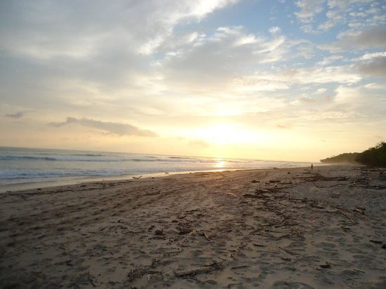 Mariposa Vacation Homes : Sunset from Beach