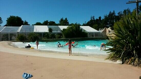 Chateau des Ormes : enjoying the wave pool