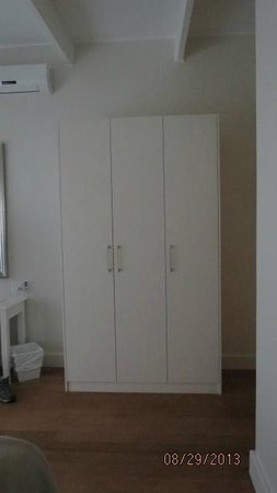More Quarters Hotel : Large Cupboard in bedroom