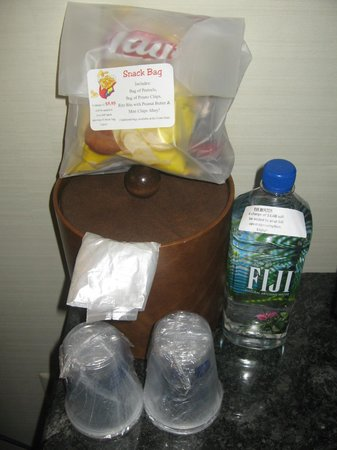 Best Western Plus Independence Park Hotel : welcome pack that you have to pay for if opened