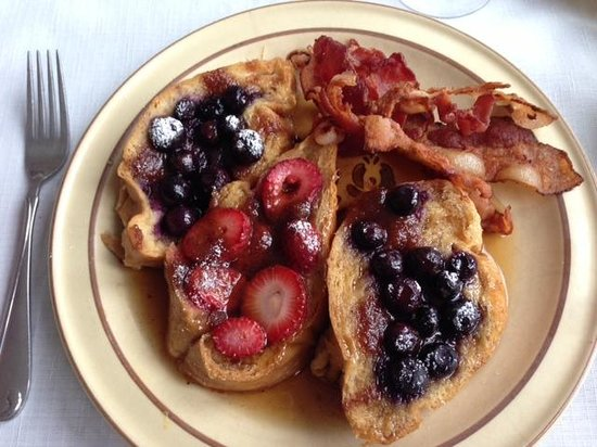 Holiday Guest House Bed & Breakfast: my blueberry and strawberry french toast