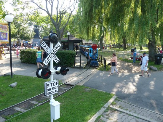 Centreville Amusement Park : the train, it goes around the whole amusement park and the petting zoo