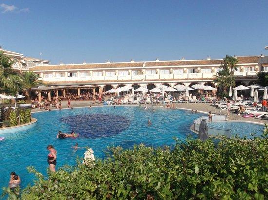 Blau Punta Reina Resort: piscina