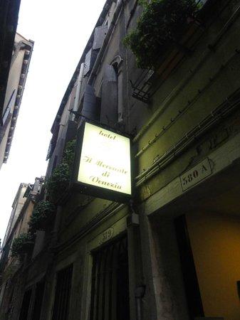 Hotel Il Mercante di Venezia : Entrance from Colour Tour Georgia