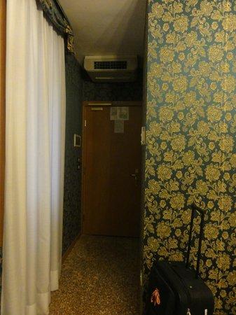 Hotel Il Mercante di Venezia : Entrance to the room from Colour Tour Georgia
