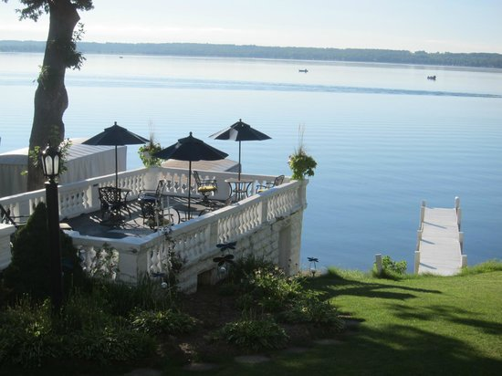 Angel Inn Bed & Breakfast : The dock was perfect for sunbathing by day and a glass of wine in the evening.