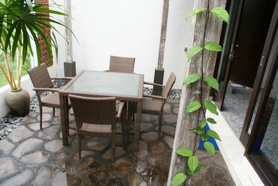 Taman Harum Cottages: dining area