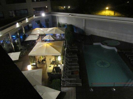 Hotel SB Icaria Barcelona : piscina di sera