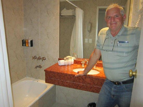 Dazzler San Martin: Banheiro