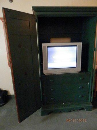 Crossland Studios Atlanta - Jimmy Carter Blvd. : Old Tube TV and Cabinet door wouldnt close shut- stays open