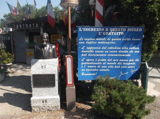 Museo Dei Trasporti Ogliari: L'INGRESSO