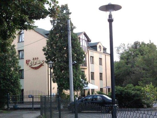 Petrus Hotel : Gate