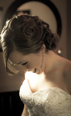 Mirror Mirror Salon & Spa : Creative or Classic Up-Do's and Special Occasion Hair
