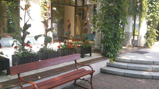 Demel Hotel : na zewnątrz