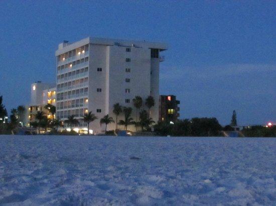 Residence Inn by Marriott St. Petersburg Treasure Island : Hotel from beach