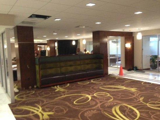 Sheraton Pittsburgh Airport Hotel: Lobby