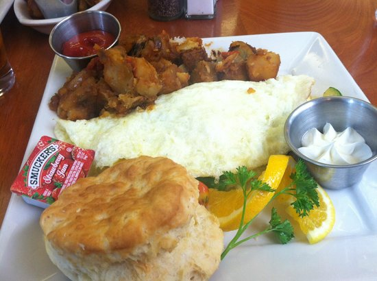 411 West Italian Cafe : Biscuit and Omelet