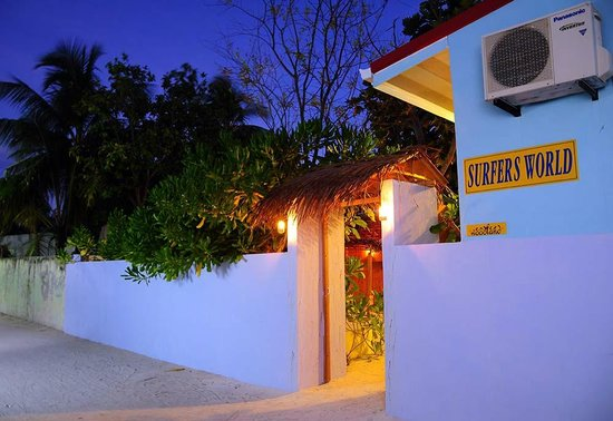 Surfers World Guest House Kaafu Thulusdhoo View From The Street