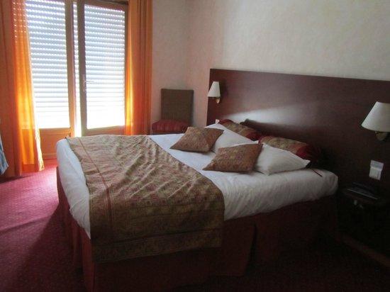 Hotel Restaurant Au Feu de Bois : chambre