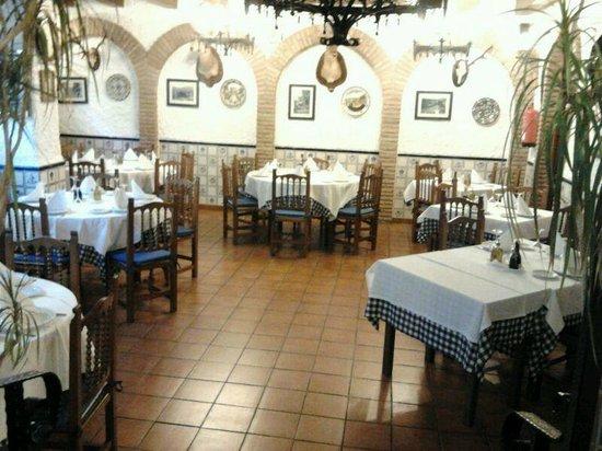Bar Restaurante Los Faroles : Salón comedor
