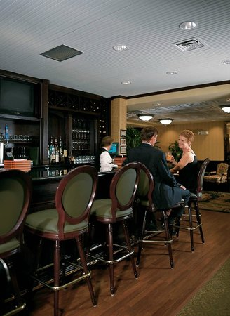 The Palm Room Bar and Grill: Full Service Bar and Grill
