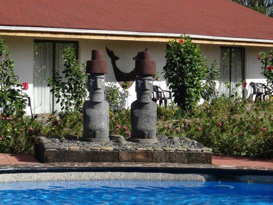 Hotel Puku Vai : Around the pool