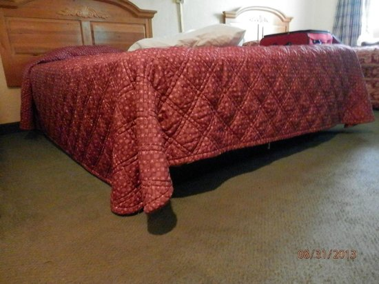 """Crossland Studios Atlanta - Jimmy Carter Blvd. : Beds are hard and sit about 6"""" off the floor"""