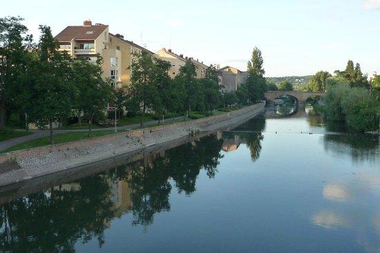 Ibis Metz Centre Cathedrale : zit op het hotel vanaf de brug