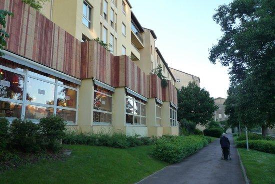 Ibis Metz Centre Cathedrale : voetpad langs de Moesel en het hotel