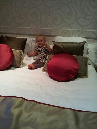 Grandom Suites: Getting lost in the pillows!
