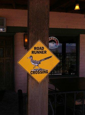Panamint Springs Resort Restaurant: aviso de correcaminos en la zona