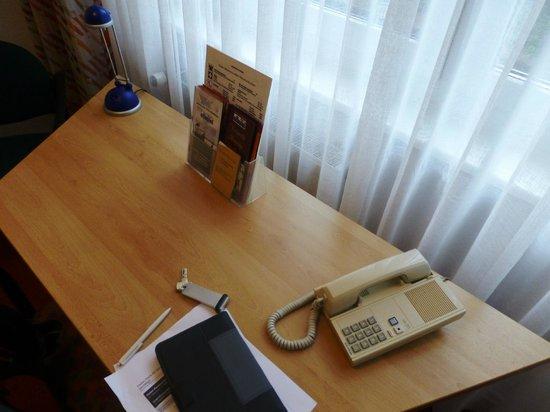 Elbotel Rostock MV Hotel + Touristik GmbH: desk