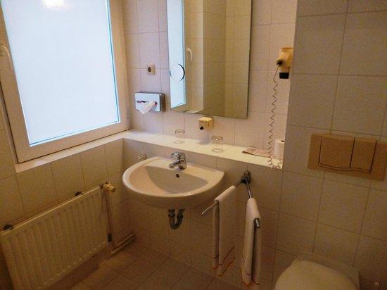 Elbotel Rostock MV Hotel + Touristik GmbH: bathroom