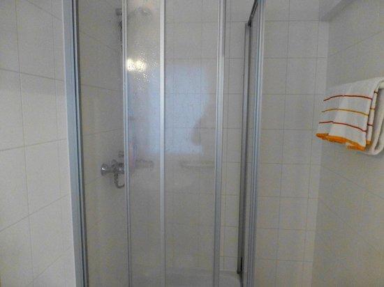 Elbotel Rostock MV Hotel + Touristik GmbH: shower