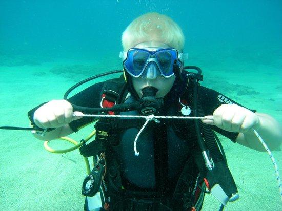 Dive2gether Crete: Leren knopen maar dan onder water