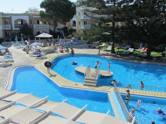 Kastalia Village & Saint Nikolas Hotel: vista dalla sala collazione