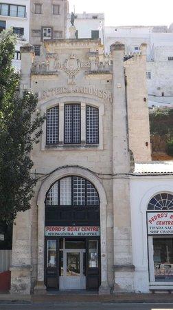 Grupotel Aldea Cala'n Bosch: Building in Mahon close to the gin distillery!