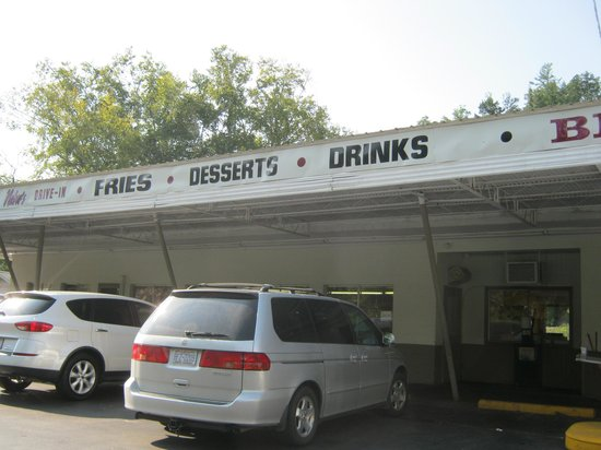 NA-BERS Drive-In: quaint dining by the river