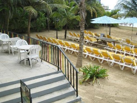SuperClubs Rooms on the Beach Negril: dining/ beach area