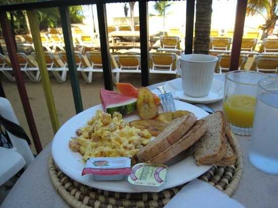 SuperClubs Rooms on the Beach Negril: hot breakfast  - omelette